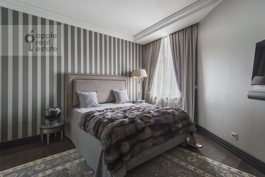 Bedroom of the 3-room apartment at 1-y Neopalimovskiy per. 8