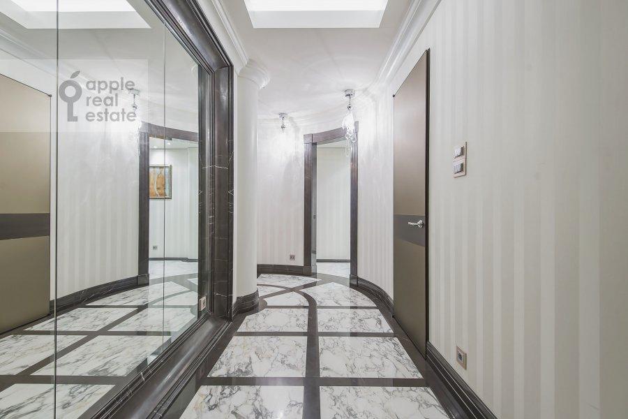 Corridor of the 3-room apartment at 1-y Neopalimovskiy per. 8