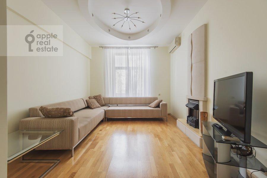 Гостиная в 3-комнатной квартире по адресу Леонтьевский пер. 6с2