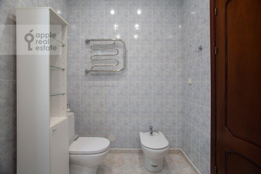 Санузел в 3-комнатной квартире по адресу Тверской бульвар 16с5
