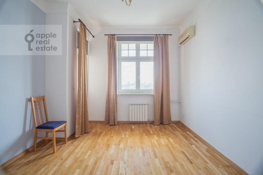 Детская комната / Кабинет в 3-комнатной квартире по адресу Тверской бульвар 16с5