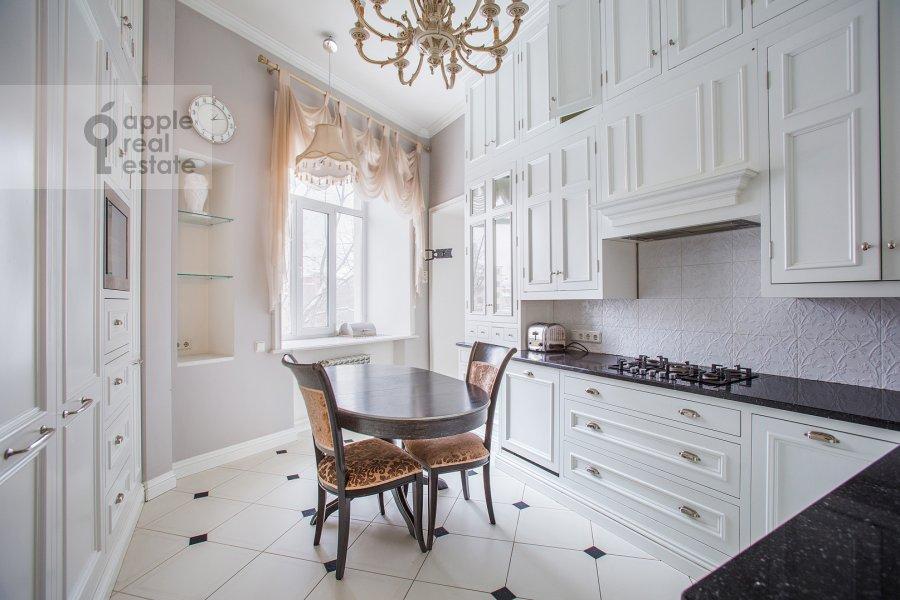 Кухня в 5-комнатной квартире по адресу Огородная Слобода пер. 14