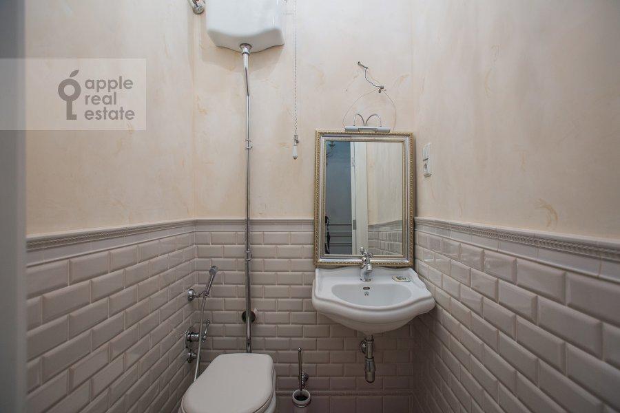 Санузел в 5-комнатной квартире по адресу Огородная Слобода пер. 14