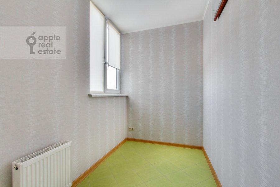 Гардеробная комната / Постирочная комната / Кладовая комната в 6-комнатной квартире по адресу Донелайтиса проезд 31