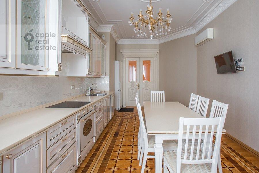 Kitchen of the 4-room apartment at Mosfil'movskaya ulitsa 70k4