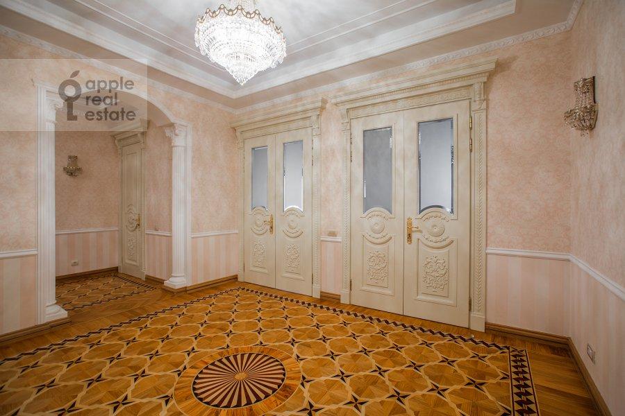 Corridor of the 4-room apartment at Mosfil'movskaya ulitsa 70k4