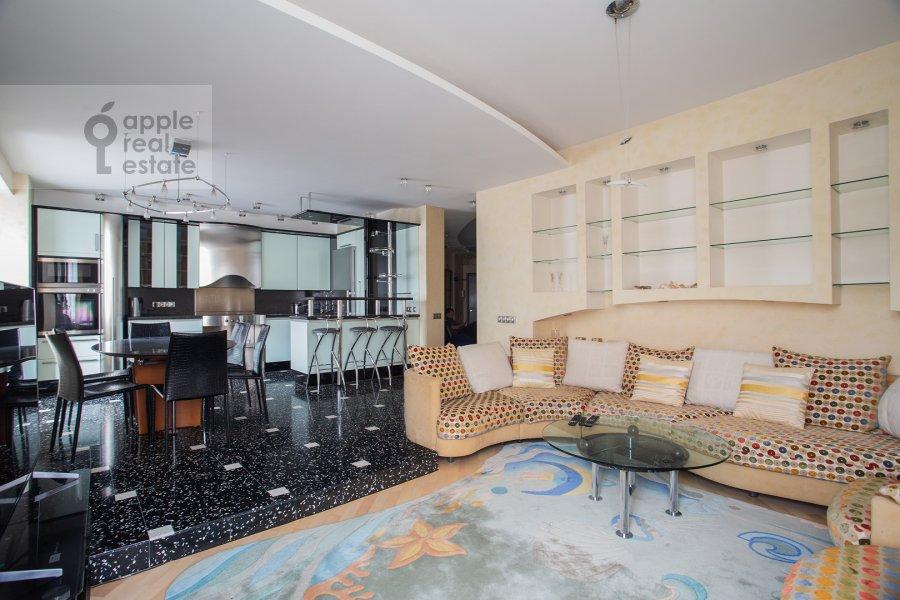 Living room of the 4-room apartment at Zvenigorodskaya ulitsa 7