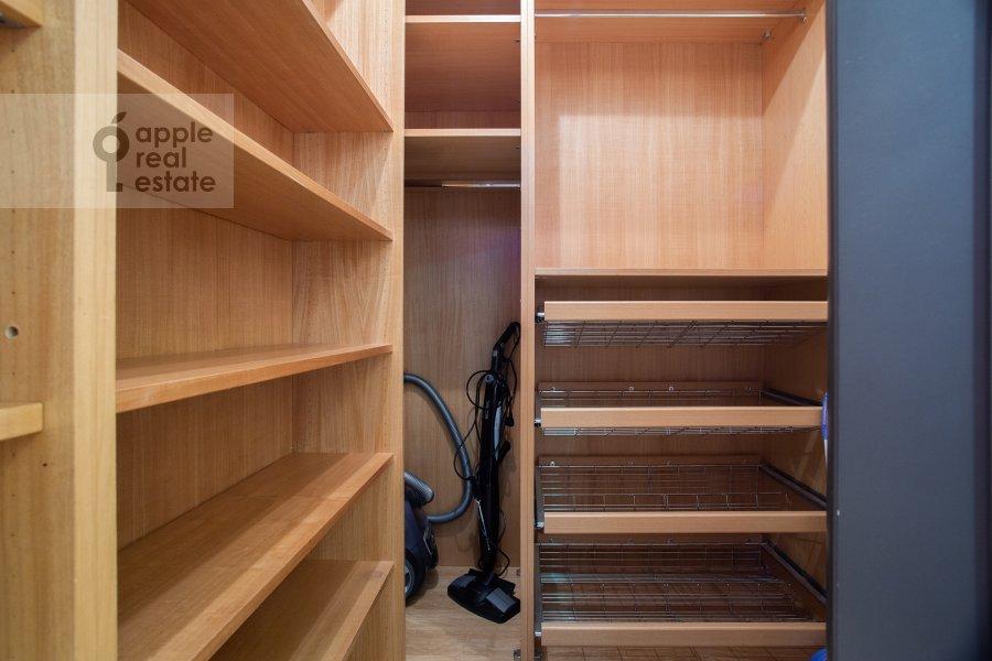 Walk-in closet / Laundry room / Storage room of the 4-room apartment at Zvenigorodskaya ul. 7