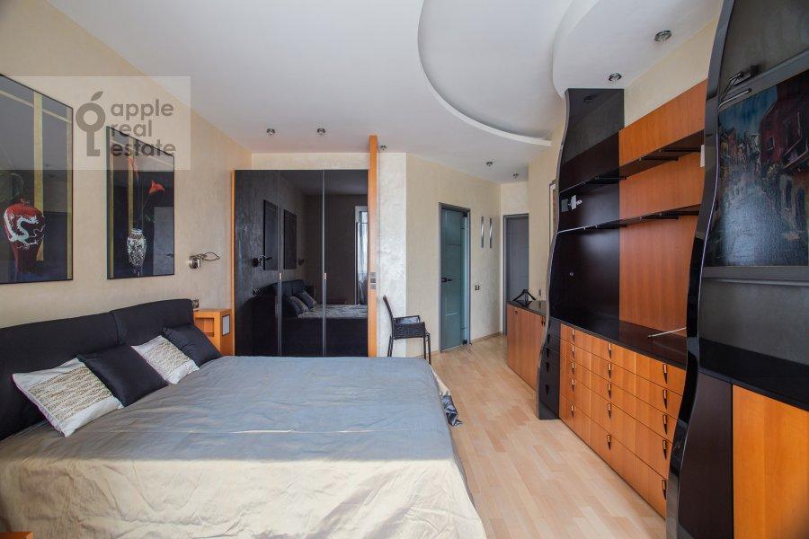 Bedroom of the 4-room apartment at Zvenigorodskaya ul. 7