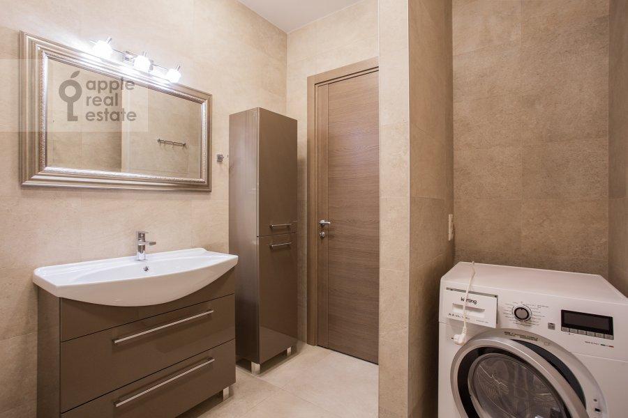 Bathroom of the 2-room apartment at Bol'shaya Sadovaya ulitsa 5k1