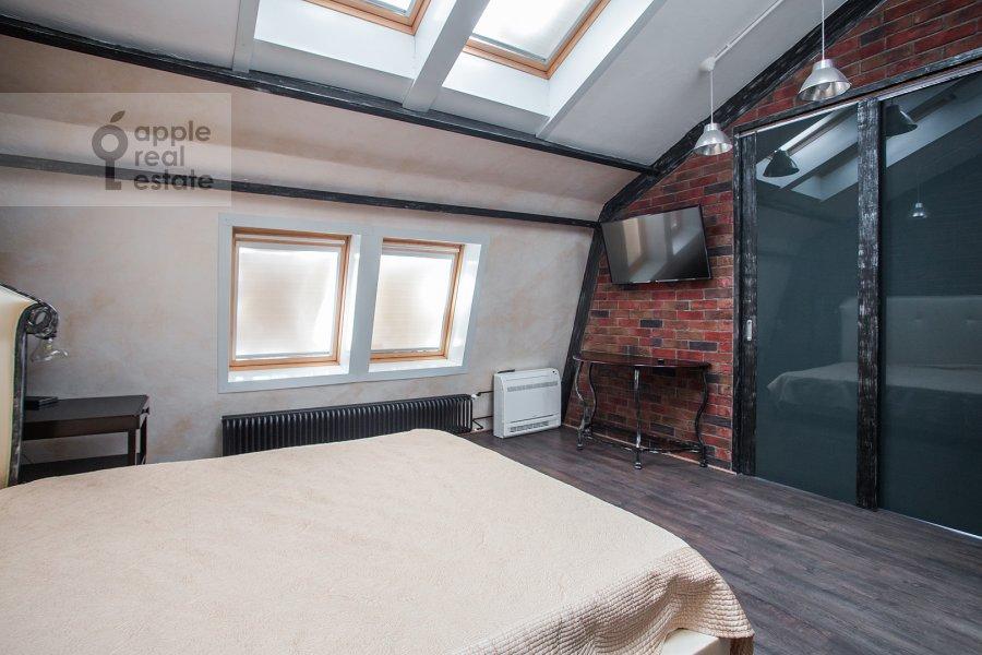 Bedroom of the 3-room apartment at Komsomol'skiy prospekt 42s2