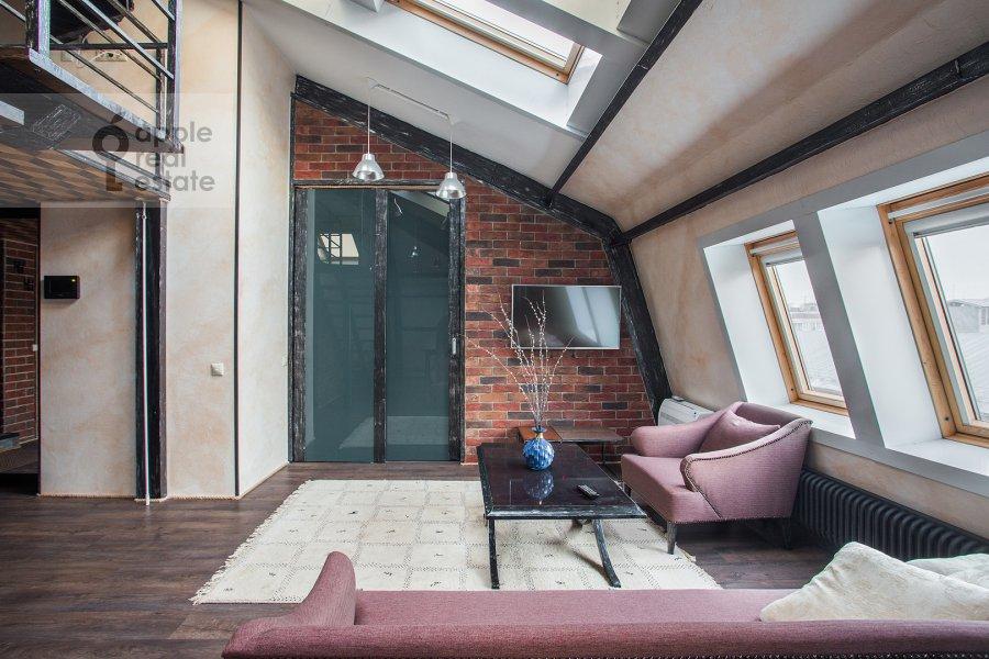 Living room of the 3-room apartment at Komsomol'skiy prospekt 42s2