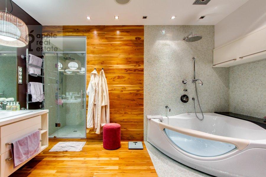 Bathroom of the 6-room apartment at Leninskiy  pr-t. 106k1